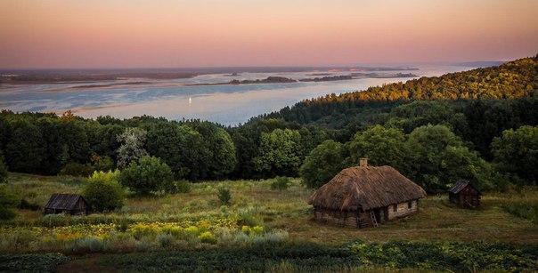 Дніпро на заході сонця