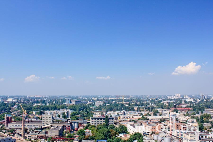 Підприємства Одеси з висоти даху багатоповерхівки