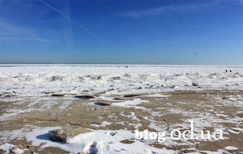 Узбережжя Чорного моря в Одесі взимку